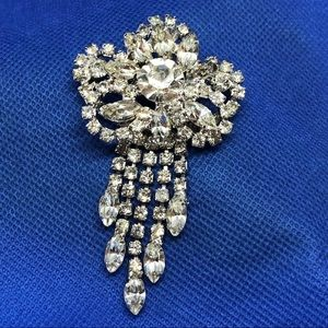 🆕Vintage Ornate Rhinestone Pin with Dangles